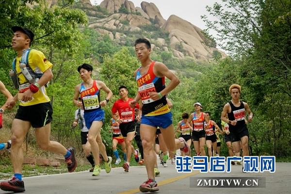 跨栏名将史冬鹏将领跑嵖岈山