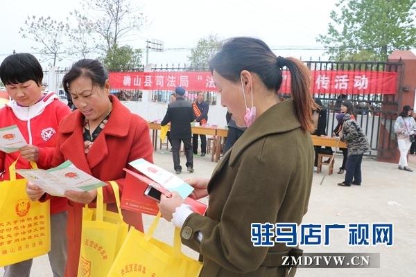 """确山县司法局为农民文化节送""""法律大礼"""""""