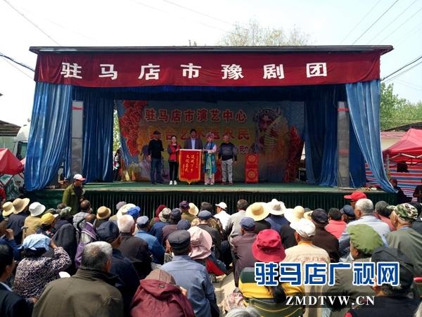 西平县杨庄乡小街3000多名群众享受文化惠民的福利