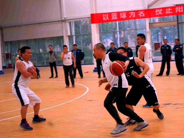 正阳县公安局举行庆五一篮球赛比幕
