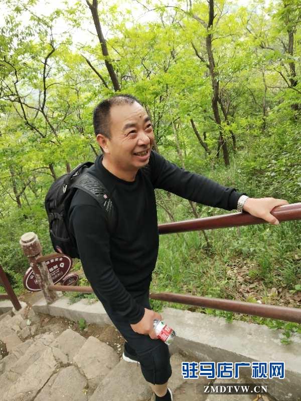 泌阳县邮政分公司举办庆五一登山活动