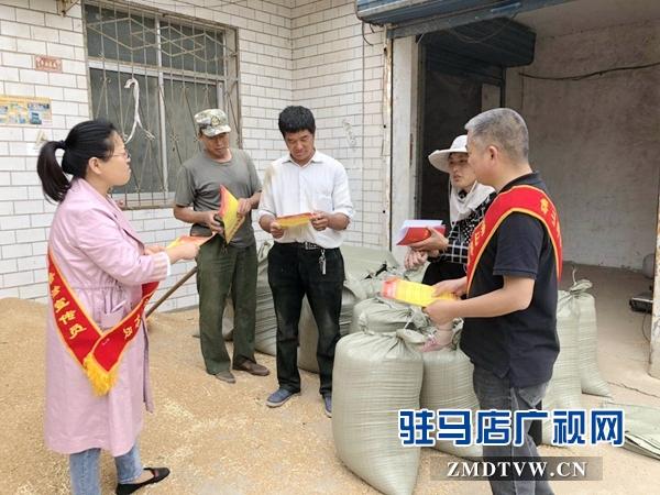 确山县开展法治宣传 助力精准扶贫