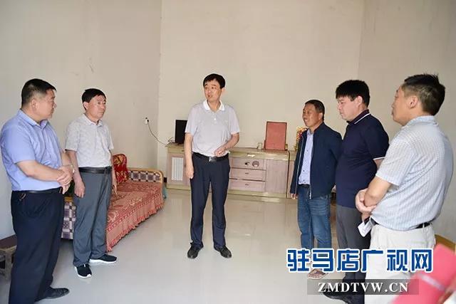 上蔡县委副书记 县长李卫明深入苗庄村暗访脱贫攻坚工作