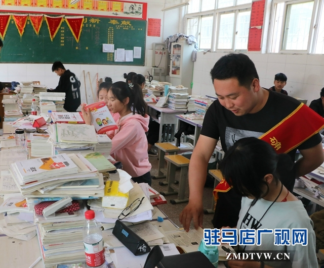 """确山县司法局开展""""宪法在我心中""""送法进校园活动"""