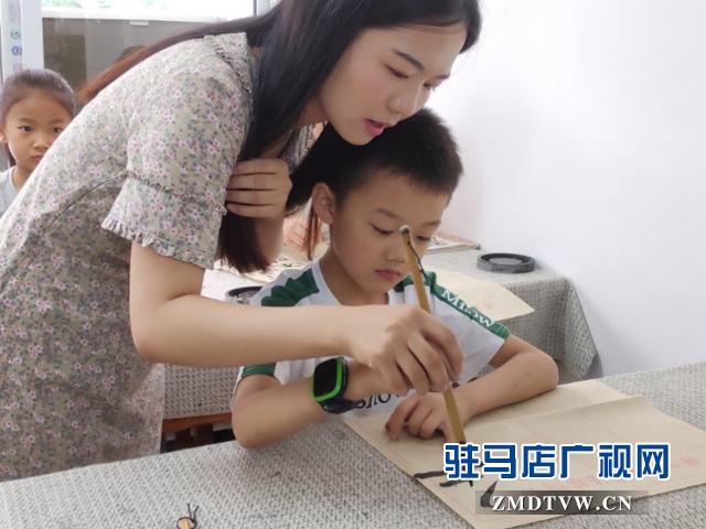谢慧珍:家乡创业传承书法文化