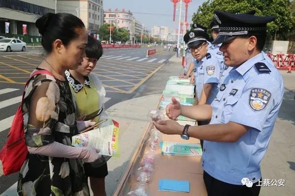上蔡县组织20多家单位开展禁毒宣传活动