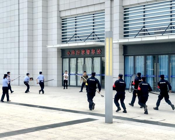 驻马店火车站开展反恐防暴演练活动