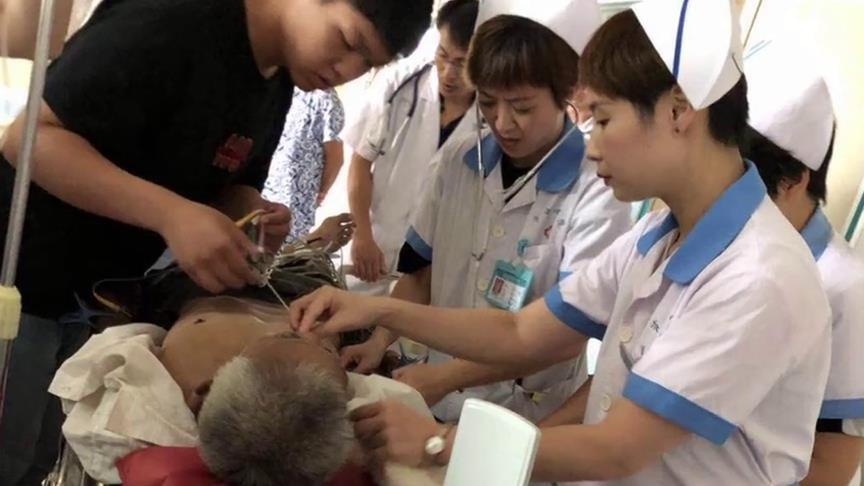 七旬老人就医突发心肌梗死  医护人员上演生死大营救