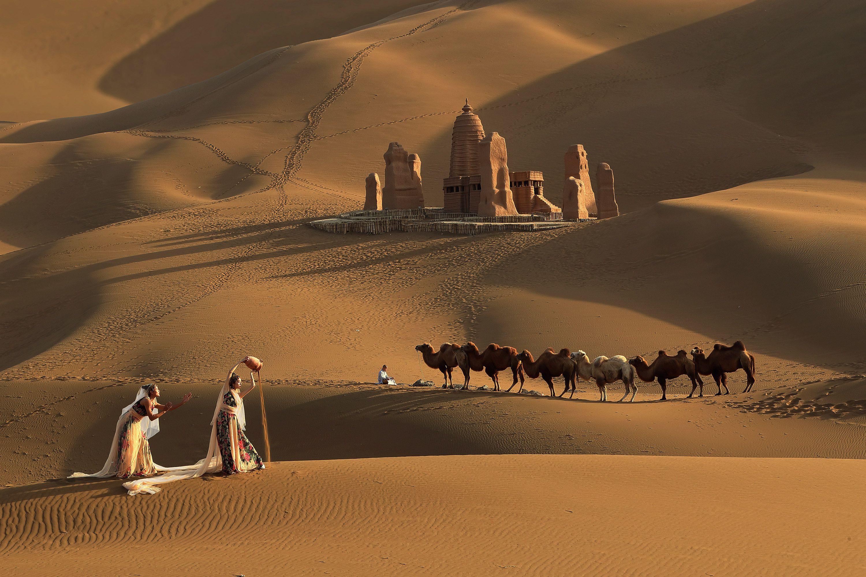 """中国""""热极""""吐鲁番 最热时地表温度达到88度 为何深受这群人青睐?"""