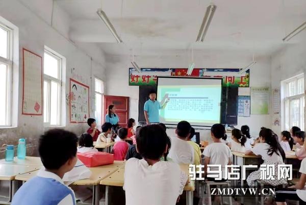 黄淮学院暑期社会实践团为孩子们普及体育保健知识