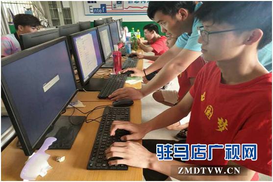 黄淮学院到遂平县开展计算机义务维修活动