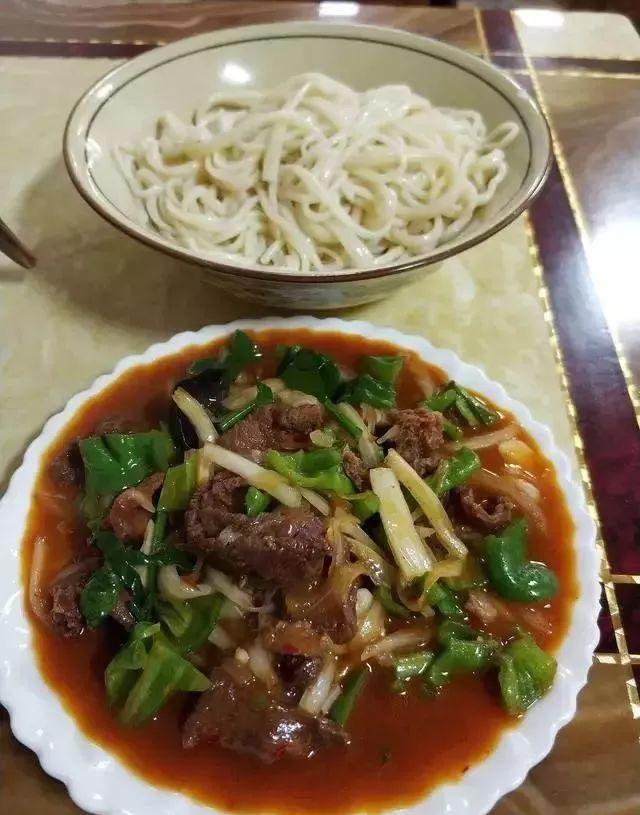 深夜食堂:攒劲弟弟带你吃!乌鲁木齐十大经典拌面馆,咱新疆人就好这口...