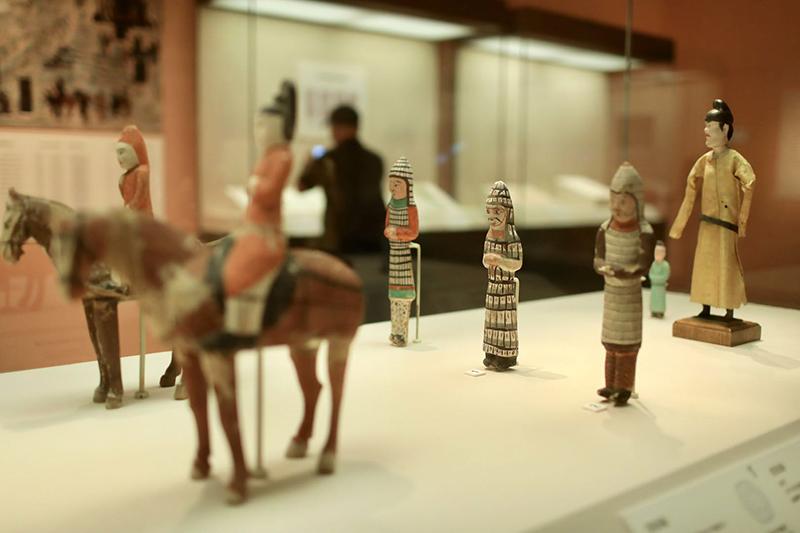 191件新疆文物国博展出 伏羲女娲绢画最吸睛