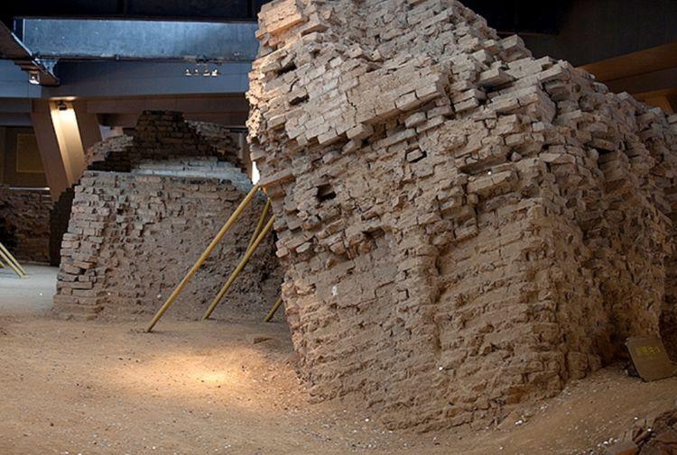雷峰塔下真的压着白娘子 考古专家打开地宫, 还真发现了不少蛇!