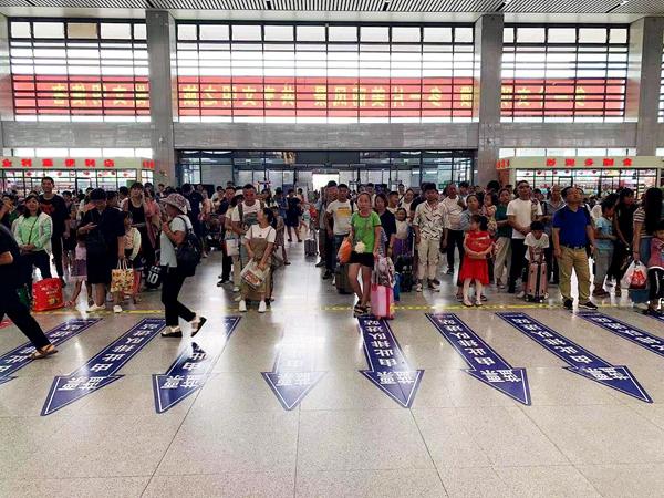 """台风""""利奇马""""来袭 途经驻马店西站部分高铁列车停运"""