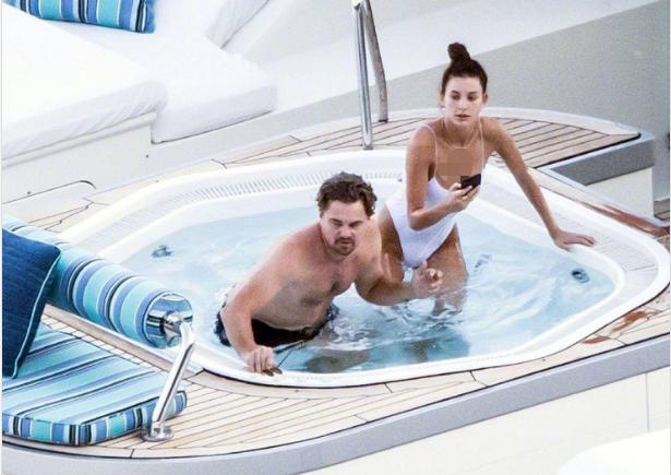 """44岁莱昂纳多与22岁女友泳池戏水,被指口味专一只找""""嫩模""""?"""