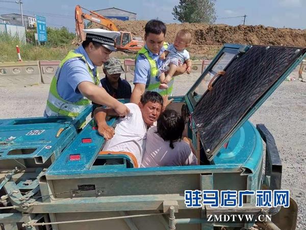 车翻后一家人被困 危机中好警察援手