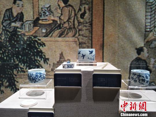 81件宋元明清花器瓷精品展现千年花器瓷演变史