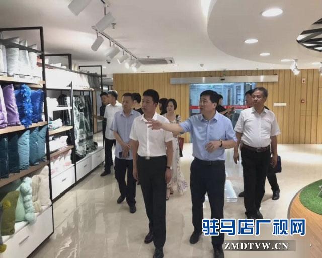 西平县长李全喜一行赴江苏汇鸿集团参观考察服装产业发展