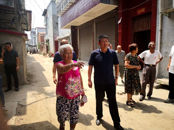 西平县委书记聂晓光现场处理百姓问题获好评