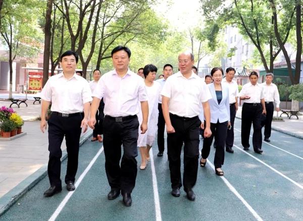陈星与广大教师和教育工作者共庆第35个教师节