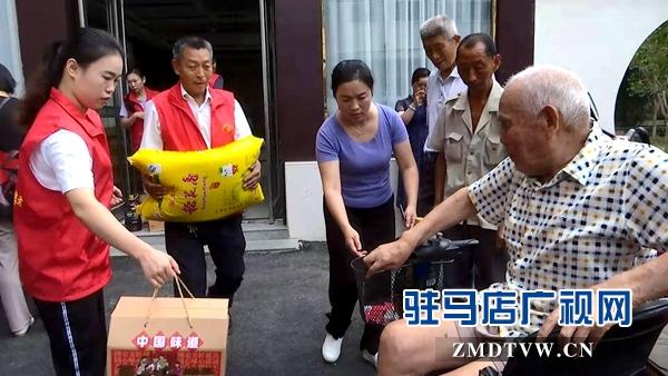 正阳县建工集团公司组织中秋敬老活动
