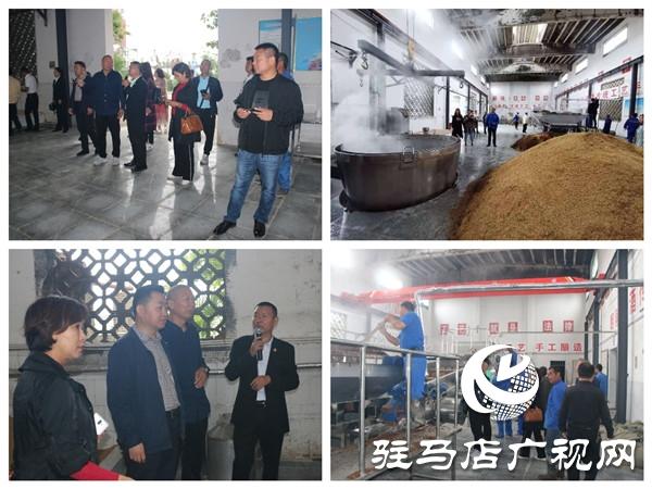 朗陵原酒压排度夏150天发酵期开窖酿酒当日喜迎许昌市客商参观考察