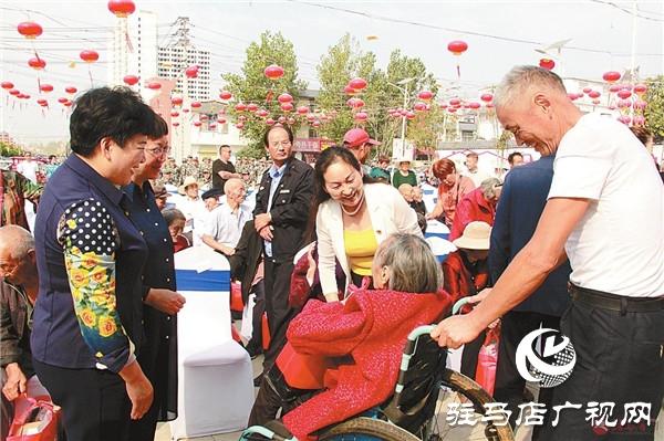 九九重阳节浓浓敬老情  慰问高龄老人捐赠仪式在关王庙乡举行