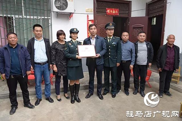 上蔡杨屯乡欢迎参加阅兵式归来的大学生女兵