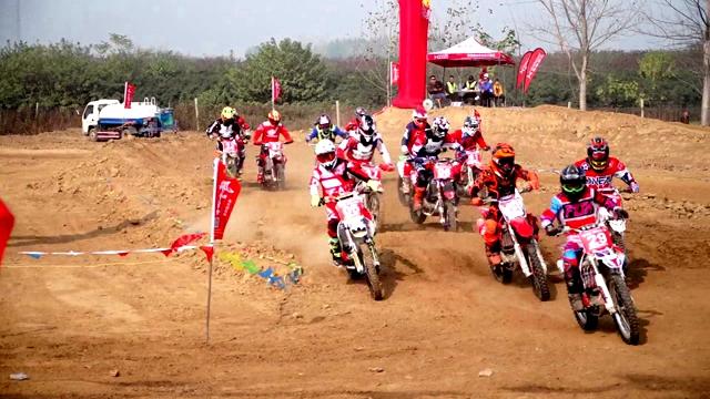 西平首届越野摩托车场地邀请赛开赛