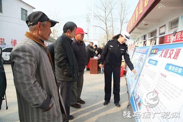 平舆县开展宪法和交通安全集中宣传活动
