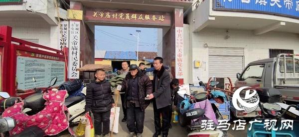 水屯镇帝庙村支书张新四给村集体和贫困户捐献款物26万元