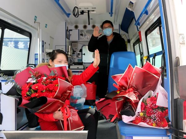 驻马店市中心医院第十批5名确诊患者治愈出院