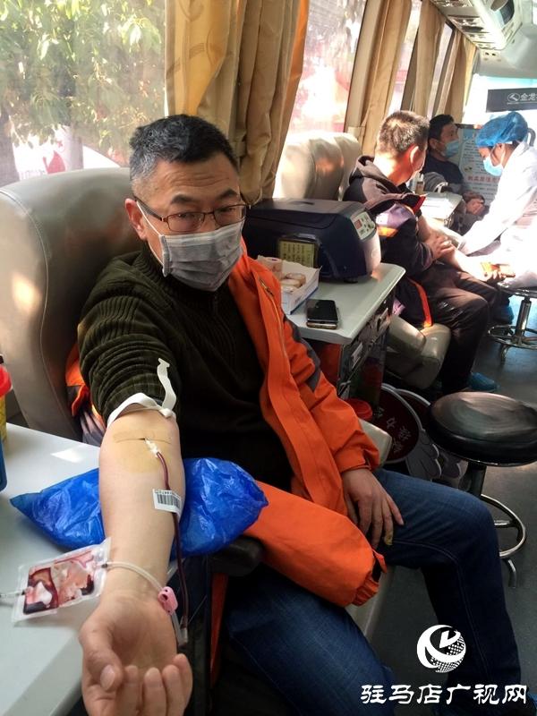 党员志愿者义务献血 撸袖助力抗疫情