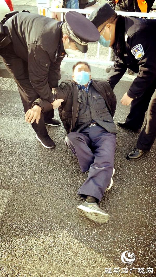 遂平县公安局巡特警大队及时救助受伤群众