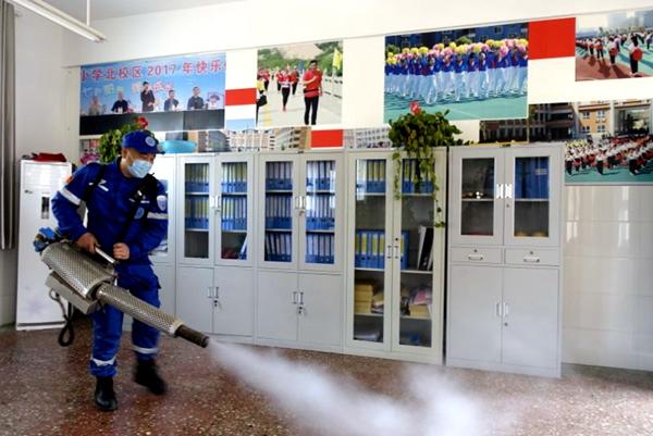 驻马店实验小学对南北校园进行全面消毒