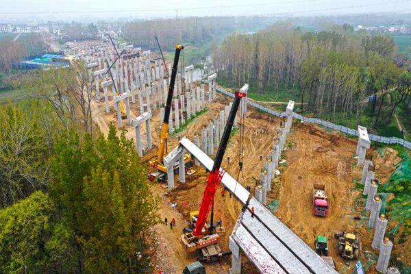 驻马店市汝河大桥首片箱梁成功安装 预计今年11月份通车