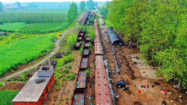 随着汽车等新型运输方式的出现,窄轨小火车逐渐转为货运直至完全停止运行。