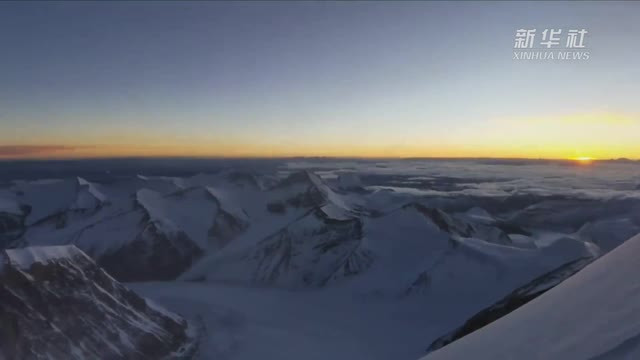 独家连线:珠峰海拔7900米的日出 震撼了!