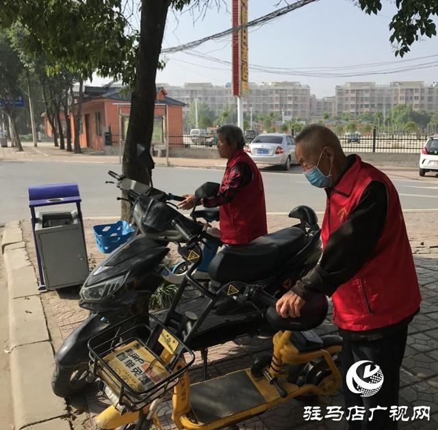 平舆县老干部争做文明城市创建的践行者