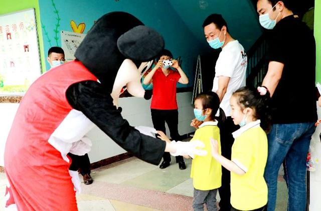 【组图】驻马店市各幼儿园今日开学,老师笑迎萌娃归!