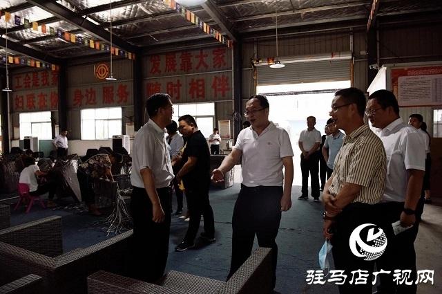 民盟中央社会服务部副部长段海溪一行到平舆县调研