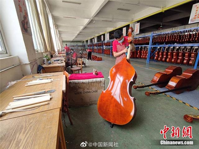 """老乡帮老乡,师傅带徒弟,确山农民华丽转变为""""制琴师"""""""