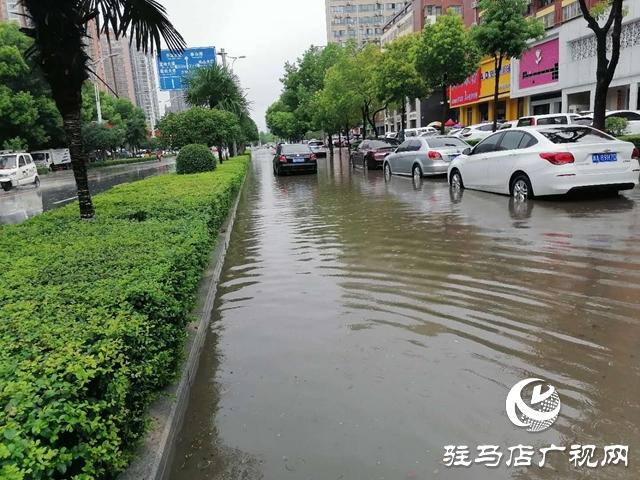 遇到积水路面如何开车?