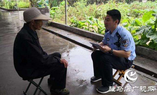 遂平县公安局风景区派出所民警为敬老院送关怀