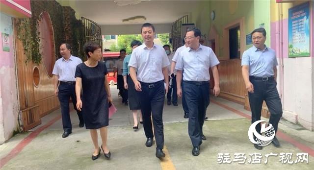 中原银行驻马店分行与驿城区教育局爱心助学交接仪式