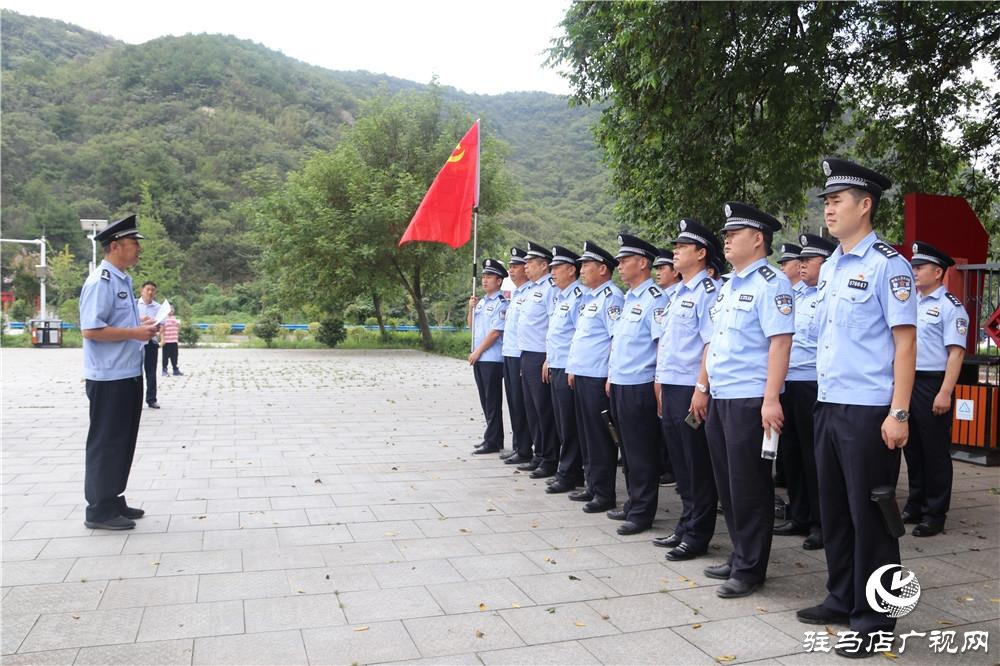 正阳公安局组织民警赴罗山县何家冲开展庆八一主题党日活动
