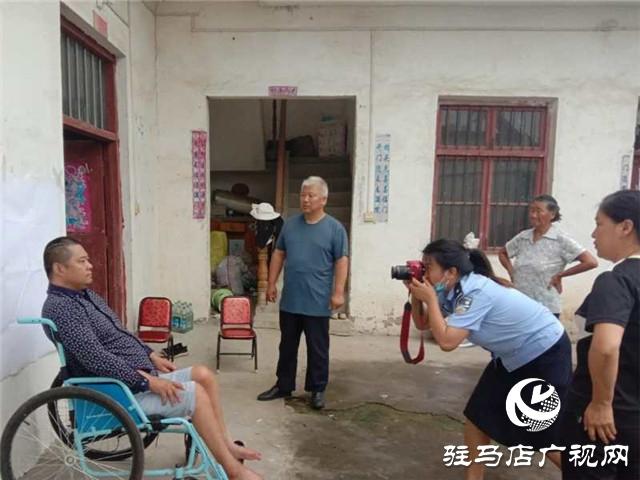 正阳县公安民警上门为残疾人补办身份证