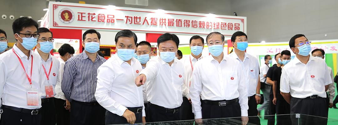 参加第二十三届中国农加工投洽会的领导巡查场馆