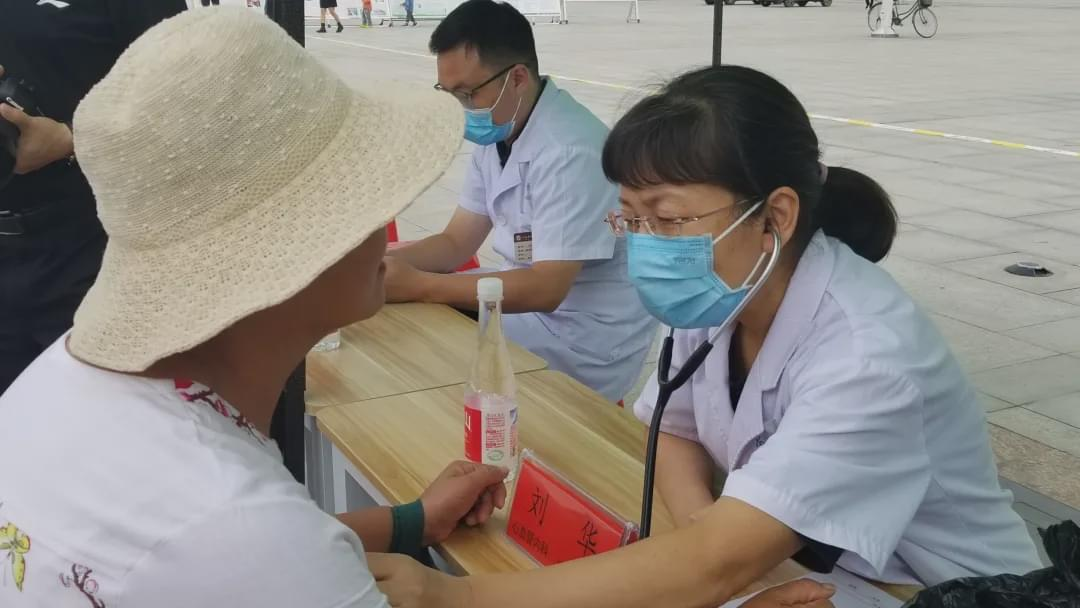 驻马店市中心医院医疗专家志愿者服务基层奉献爱心